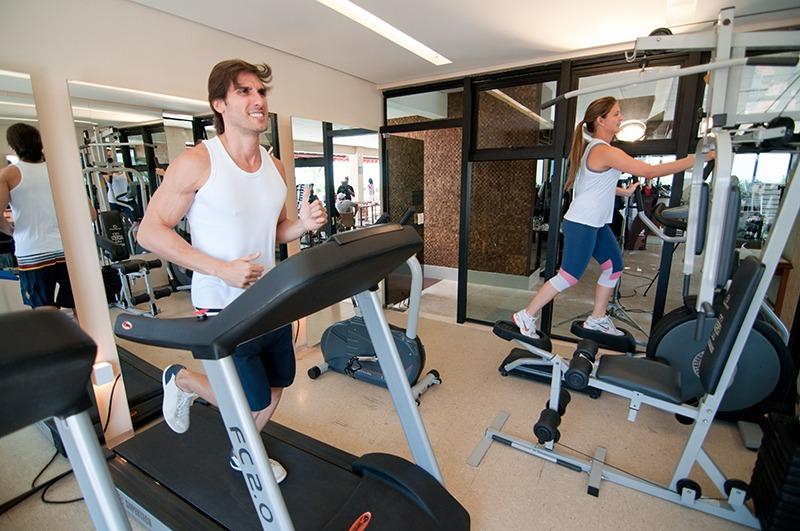 hotel-praia-centro-fortaleza-lazer-hospedagem-academia-esteira-fitness-center