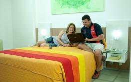 hotel-praia-centro-fortaleza-lazer-hospedagem-acomodacoes-apartamento-luxo-casal