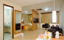 hotel-praia-centro-fortaleza-lazer-hospedagem-acomodacoes-apartamento-suite2