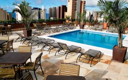hotel-praia-centro-fortaleza-lazer-hospedagem-piscina