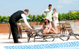hotel-praia-centro-fortaleza-lazer-hospedagem-piscina-atendimento-comodidade
