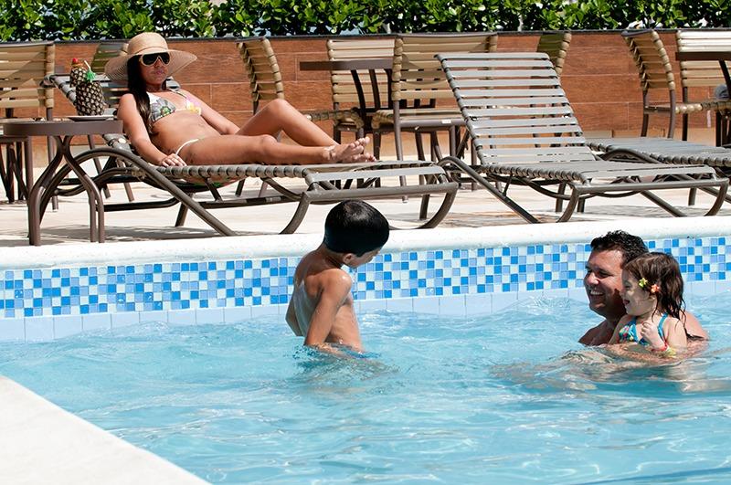 hotel-praia-centro-fortaleza-lazer-hospedagem-piscina-diversao