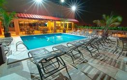 hotel-praia-centro-fortaleza-lazer-hospedagem-piscina-noite