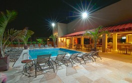 hotel-praia-centro-fortaleza-lazer-hospedagem-piscina-noite2